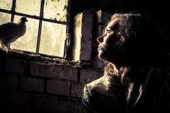 Sonho da liberdade em uma prisão psiquiátrica fotografia de stock
