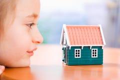 Sonho sobre uma casa nova Imagens de Stock Royalty Free