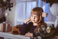 Sonhos da menina de um feriado imagens de stock
