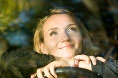 Sonhos da mulher no carro novo Fotografia de Stock