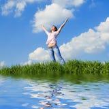 Sonhos felizes da mulher a voar em ventos Fotos de Stock Royalty Free