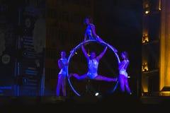 Sonics en funcionamiento del deseo en el festival del teatro de la calle en los bailarines agraciados de Bucarest en círculo del  fotos de archivo libres de regalías