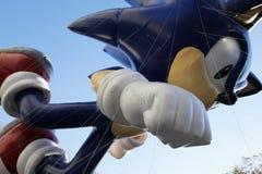 Sonische ballon op hemel in de Parade van Macy Stock Afbeeldingen