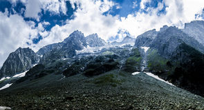 Sonmarg Mountain View kashmir. A beautiful view of the snow covered mountains and clouds of Sonmarg in Kasmir Royalty Free Stock Photo