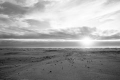 Sonnen-Strahlen aus dem Atlantik heraus Stockfotografie