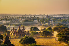 Sonnenaufgang über Bagan auf Myanmar Stockbild