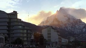 Sonnenaufgang über Berg Olivia in Ushuaia stock video