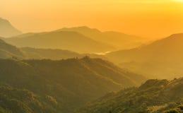 Sonnenaufgang über Berg schellte Lizenzfreie Stockfotografie
