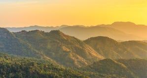 Sonnenaufgang über Berg schellte Lizenzfreie Stockfotos