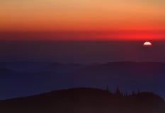 Sonnenaufgang über Bergen Stockbild