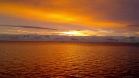 Sonnenaufgang über Brabant-Insel, Gerlache-Straße, die Antarktis stock video