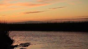Sonnenaufgang über dem Atlantaic-Ozeaneinlaß stock footage