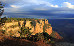 Sonnenaufgang über dem Grand Canyon, USA lizenzfreie stockbilder