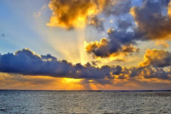 Sonnenaufgang über dem Indischen Ozean Stockfoto