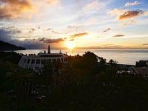 Sonnenaufgang über dem Kasinodach in Funchal auf der Insel von Madeira im Atlantik stockbild