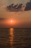 Sonnenaufgang über dem Meer morgens Stockbild