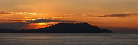 Sonnenaufgang über dem Meer. (Panorama) Stockfoto