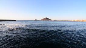 Sonnenaufgang über dem Ozean in Kanarischen Inseln Teneriffas Stadt EL Medano stock video