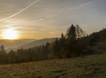 Sonnenaufgang über den Bergen Lizenzfreies Stockbild