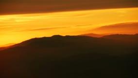 Sonnenaufgang über den Bergspitzen Lizenzfreies Stockfoto