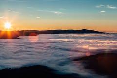Sonnenaufgang über den Hügeln Lizenzfreie Stockbilder