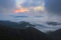 Sonnenaufgang über den Wolken, Berg Cucco, Umbrien, Apennines, Italien lizenzfreies stockbild