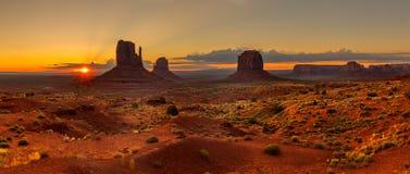 Sonnenaufgang über Denkmal-Tal Stockfotos