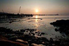 Sonnenaufgang über der Bauanhäufung stockfotografie