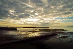 Sonnenaufgang über der Bucht Stockfotos