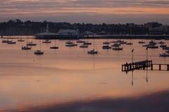 Sonnenaufgang über der Bucht Stockfoto