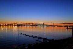 Sonnenaufgang über der Coronado-Brücke in San Diego, Kalifornien lizenzfreie stockfotos