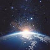 Sonnenaufgang über der Erde Elemente dieses Bildes geliefert von der NASA Lizenzfreie Stockfotografie