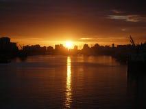 Sonnenaufgang über der Stadt Stockfotos