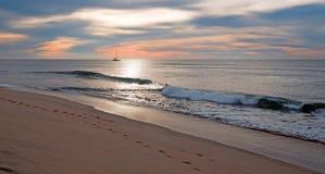 Sonnenaufgang über Fischerboot des Strandes und der Charter in San Jose Del Cabo in Baja California Mexiko Lizenzfreies Stockfoto
