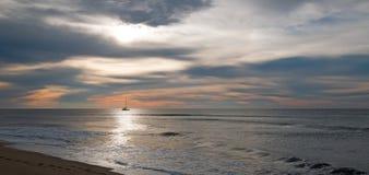 Sonnenaufgang über Fischerboot des Strandes und der Charter in San Jose Del Cabo in Baja California Mexiko Stockbild