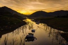 Sonnenaufgang über Fluss Lizenzfreies Stockfoto