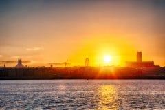 Sonnenaufgang über Liverpool-Fluss Mersey Stockfotos