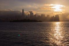 Sonnenaufgang über Manhattan lizenzfreie stockfotos