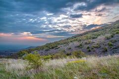 Sonnenaufgang über Markovo, Bulgarien lizenzfreie stockfotografie