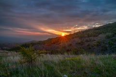 Sonnenaufgang über Markovo, Bulgarien stockbild