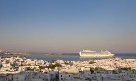 Sonnenaufgang über Mykonos und Reiseflugzwischenlage Stockfotografie