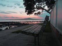 Sonnenaufgang über Rangitoto Ilsand stockbild