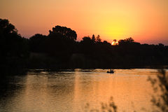 Sonnenaufgang über Sacramento-Fluss Stockfotos