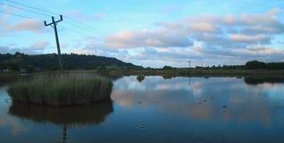 Sonnenaufgang über schwarzes Loch-Sumpf in Seaton Wetlands Lizenzfreie Stockbilder