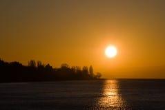Sonnenaufgang über See Stockbild