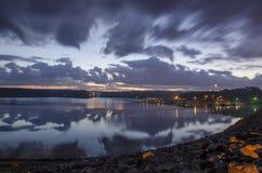 Sonnenaufgang über See Allatoona Stockbild
