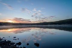Sonnenaufgang über See Hvaleyri Island stockfoto