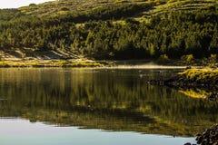 Sonnenaufgang über See Hvaleyri Island stockbilder