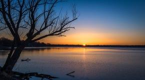 Sonnenaufgang über See in Madison, Wisconsin Lizenzfreies Stockfoto