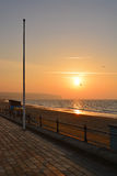 Sonnenaufgang über Strand Lizenzfreie Stockfotos